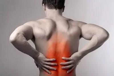 боли в спине носят постоянный ноющий характер, анальгетики не купируют приступ, боль усиливается при движении, в покое не стихает