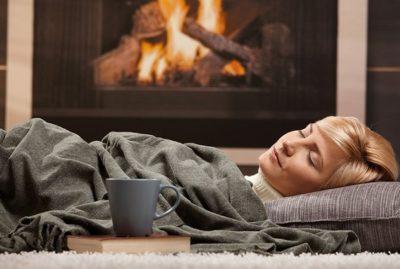 перед сном надо выпить 2 таблетки фурадонина и лечь под два очень теплых одеяла, укрыв себя со всех сторон