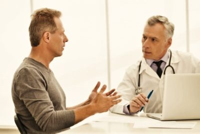 когда боли чрезвычайно сильны, доктор может прописать местное обезболивание, которое достигается проведением блокады