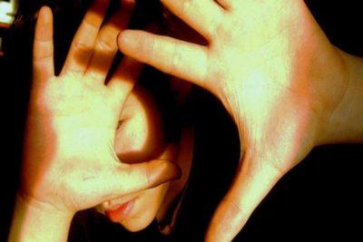 одним из симптомов менингита является светобоязнь