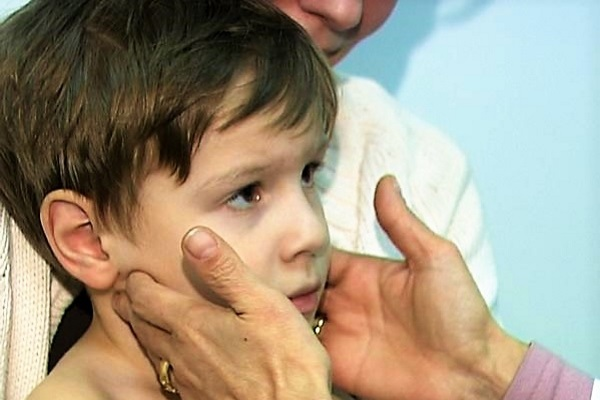 Как лечить лимфоузлы за ухом у ребенка