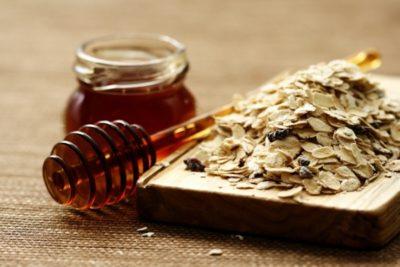 мед, овес, изюм - полезная смесь при пневмонии