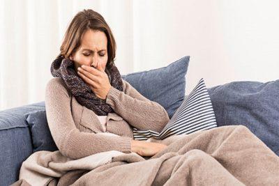 если после лечения бронхита кашель продолжается, то кашель может стать первым симптомом пневмонии