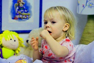 кашель, который беспокоит ребенка до года или двух-трех лет в ночное время, отражается на продолжительности сна