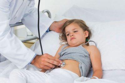 лечение проводят в домашних условиях под наблюдением врача, только в случае тяжелого течения болезни и для грудных детей показана госпитализация