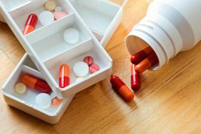 пневмонию лечат антибиотиками, курс лечения в каждом отдельном случае индивидуален