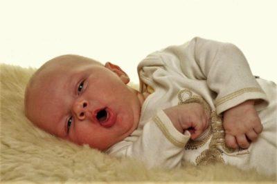 симптомы у ребенка до года могут говорить о простуде или вирусном заболевании