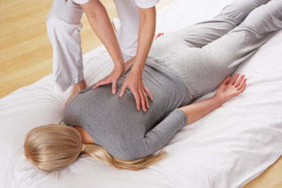 массаж вызывает отхаркивание секрета, увеличивает глубину вдоха, улучшает кровоснабжение легочной ткани