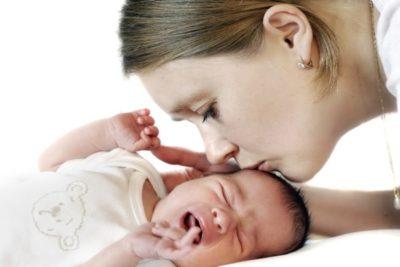 пневмококковые пневмонии возникают при контакте грудного ребенка со взрослыми, носителями инфекции