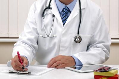 врач, выписывая курс лечения, учитывает инкубационный период