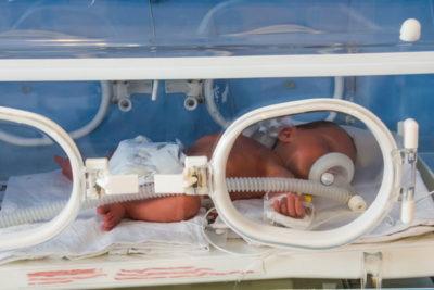 известны случаи врожденной пневмонии, являющиеся результатом внутриутробного заражения