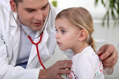 воспаление легких у детей возраста двух-трех лет может развиваться как осложнение после перенесенного ОРЗ