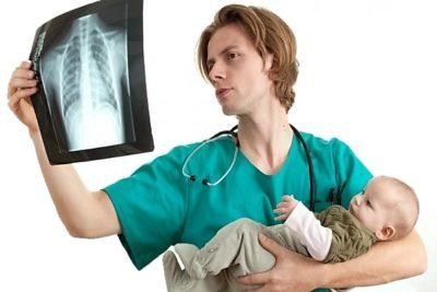 рентгенография определяет участок заболевания, и предоставляет право оценки протекания воспаления легких