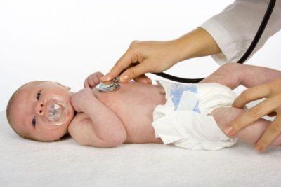 у новорожденных детей, как и у детей до года, пневмония чаще всего протекает как осложнение других заболеваний