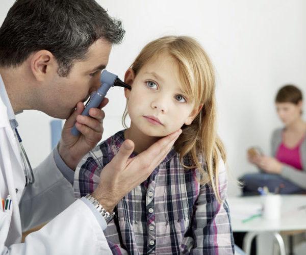 ребенок болит ухо