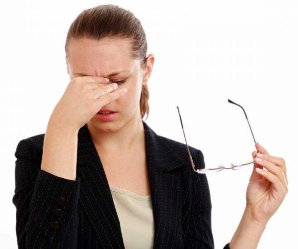 Болит уголок глаза ближе к носу: причины и лечение